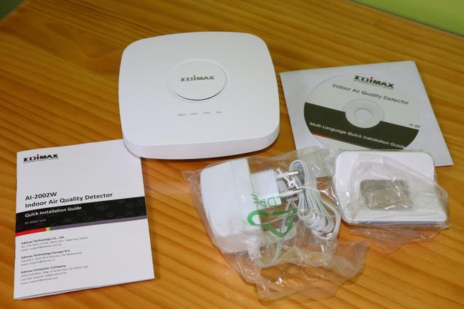 Contenido de la caja del Edimax AI-2002W con todos los accesorios