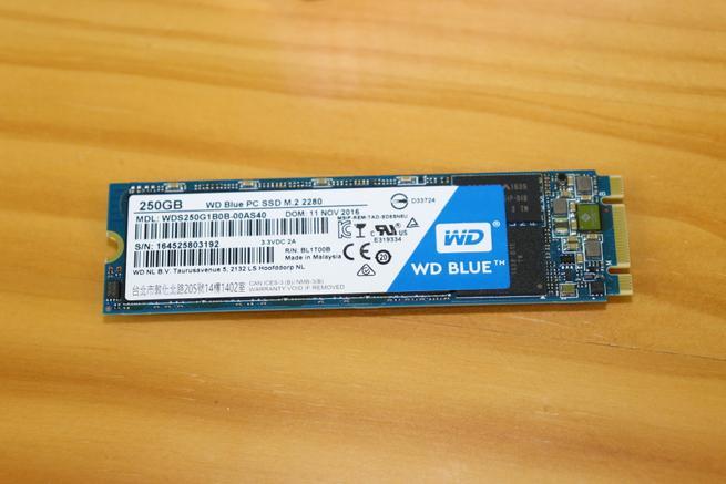 SSD M.2 SATA WD Blue para instalarlo en el servidor NAS QNAP TS-332X