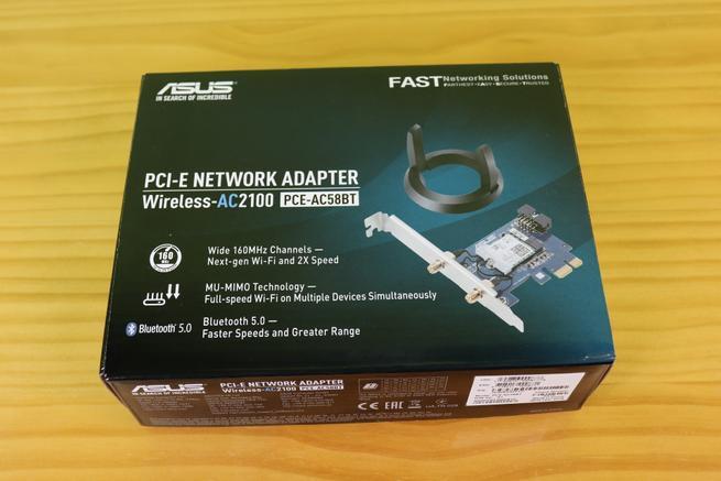 Frontal de la caja de la ASUS PCE-AC58BT con las principales características técnicas