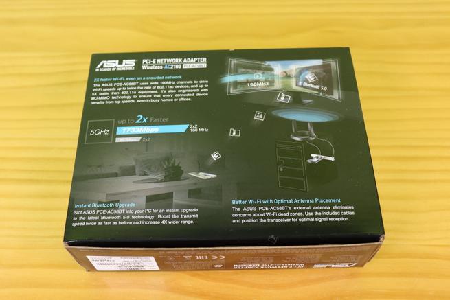 Trasera de la caja de la tarjeta Wi-FiASUS PCE-AC58BT en detalle