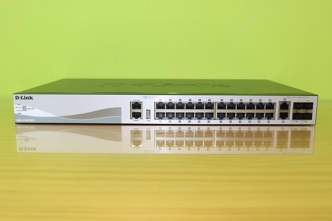 Todos los puertos y conexiones del switch L3 D-Link DGS-3130-30TS