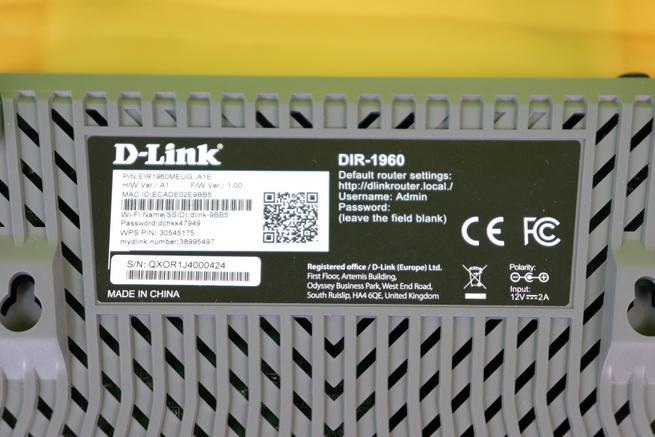 Pegatina con todos los datos del router D-Link DIR-1960