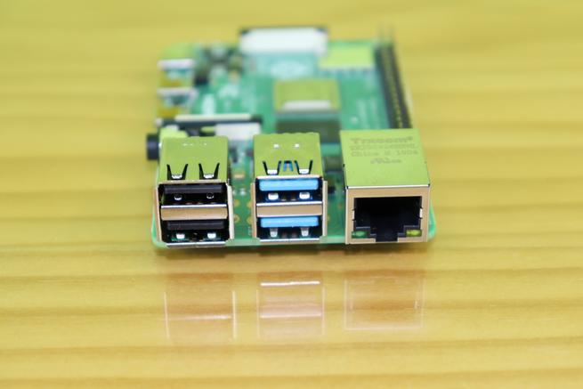 Puertos USB 2.0, puertos USB 3.0 de alto rendimiento y puerto Gigabit Ethernet de la Raspberry Pi 4