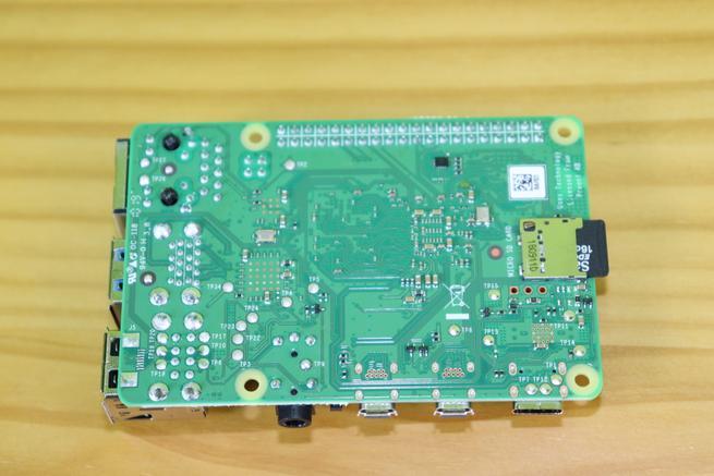 Trasera de la placa de la Raspberry Pi 4