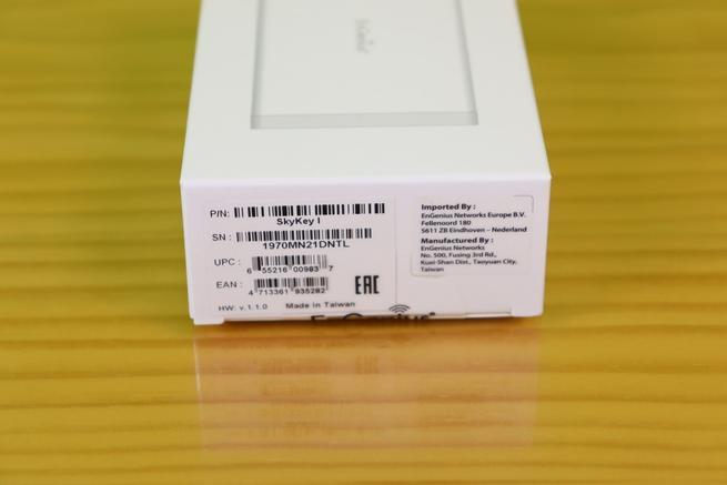 Lateral derecho de la caja de la controladora EnGenius Skykey
