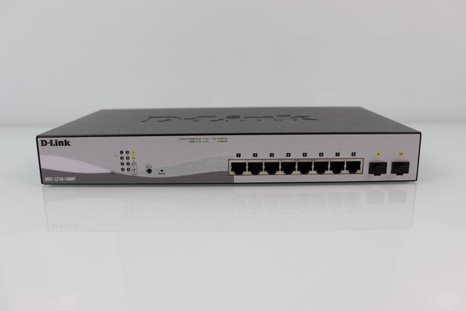 Frontal del switch L2 D-Link DGS-1210-10MP en detalle con todos los puertos