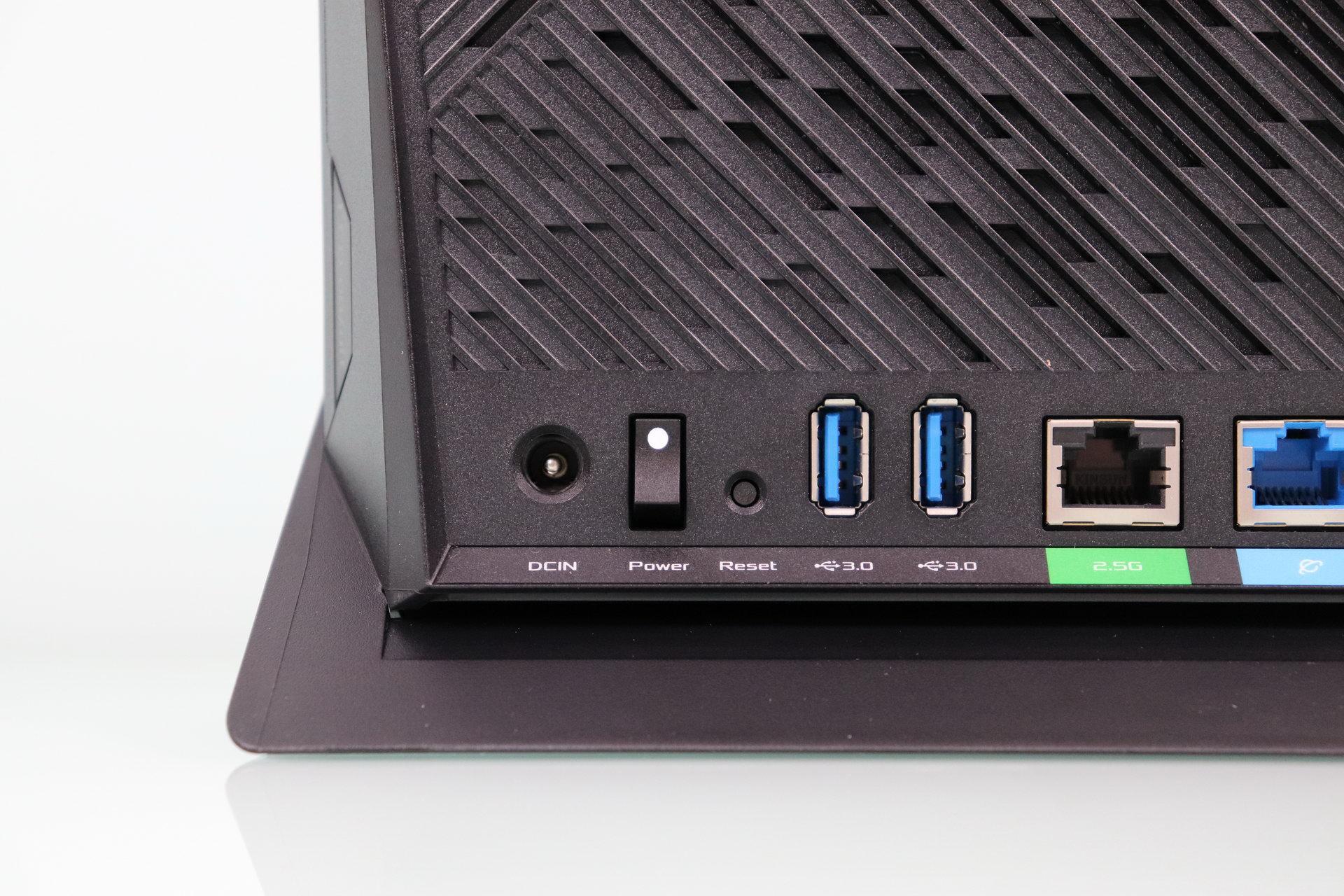 Alimentación y USB 3.0 del router ASUS RT-AX86U