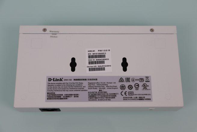 Zona inferior del controlador WiFi D-Link DNH-100 en detalle