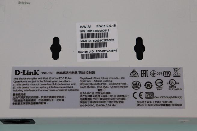 Pegatina con datos del controlador WiFi D-Link DNH-100 en detalle