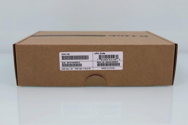 Trasera de la caja del controlador WiFi D-Link DNH-100 en detalle