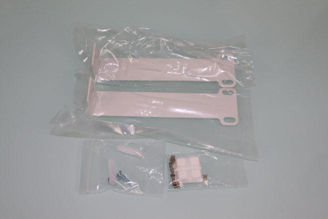 Sujecciones y tornillos del controlador WiFi D-Link DNH-100 para rack