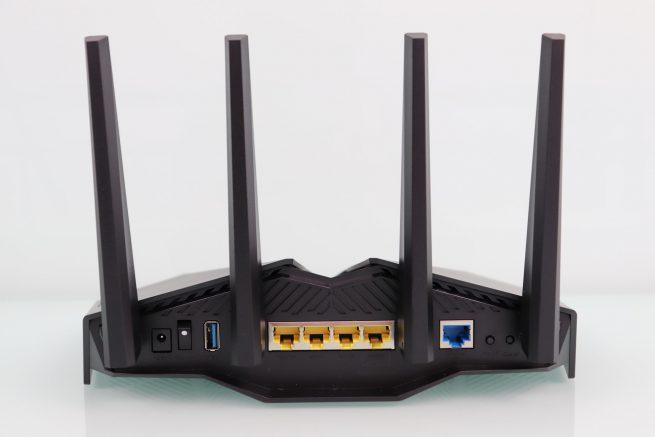 Trasera del router ASUS RT-AX82U en detalle