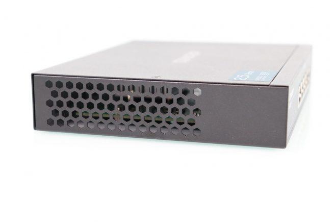 Lateral izquierdo del switch Multigigabit QNAP QSW-1105-5T