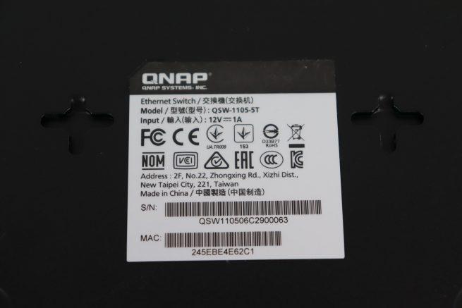 Pegatina del switch Multigigabit QNAP QSW-1105-5T en detalle