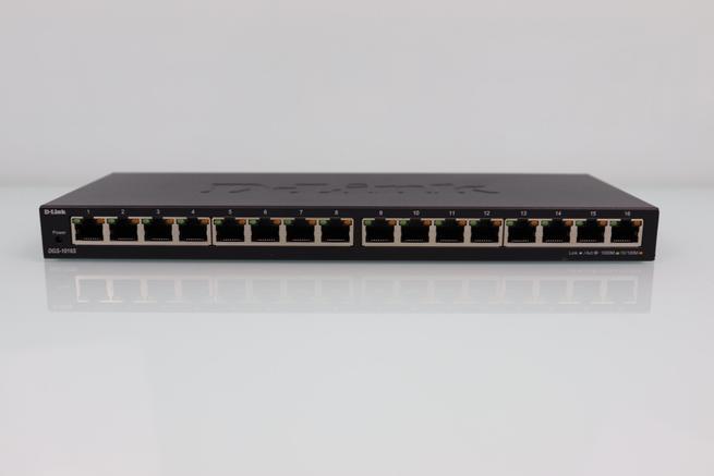 Vista frontal del switch no gestionable D-Link DGS-1016S