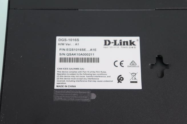 Vista de la pegatina del switch no gestionable D-Link DGS-1016S