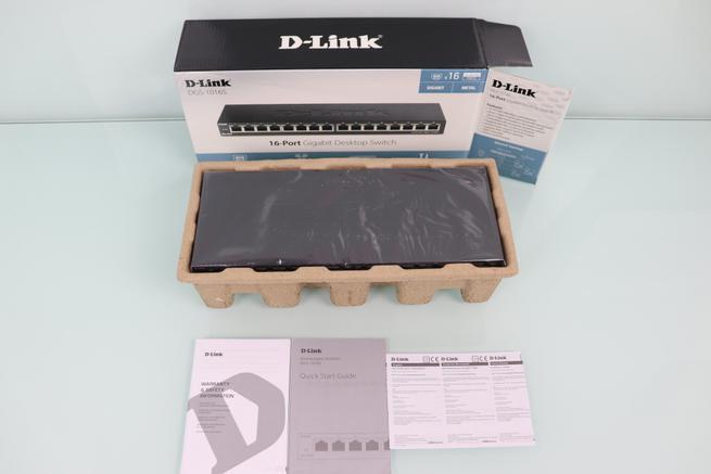 Vista del contenido de la caja del switch D-Link DGS-1016S