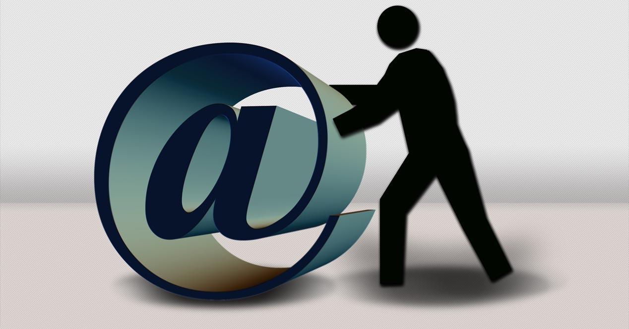 Datos personales por correo