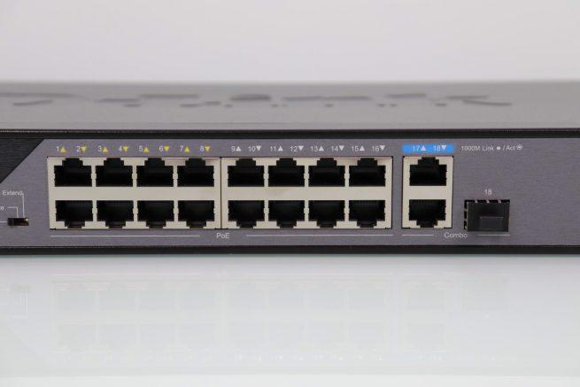 Vista de todos los puertos Fast-Ethernet del switch D-Link DSS-100E-18P