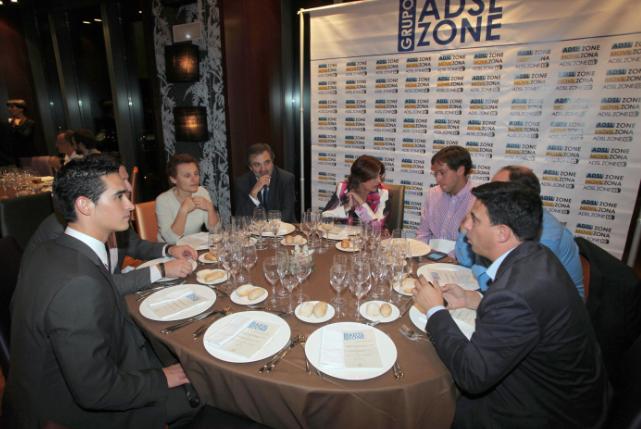 Javier Sanz en mesa de Telefónica